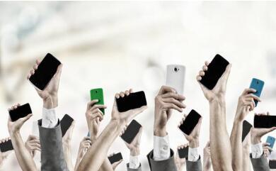年轻人已成为手机消费市场的主力军