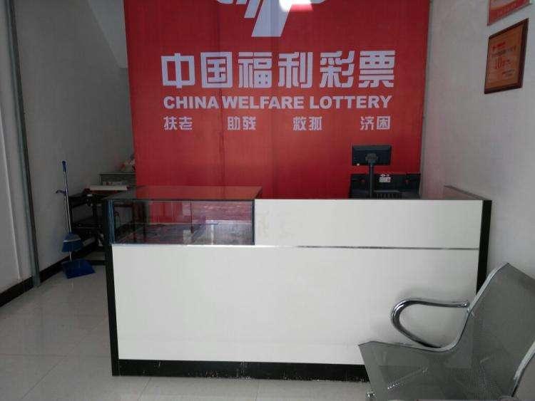 北京生活不易 福利彩票销售点送温暖